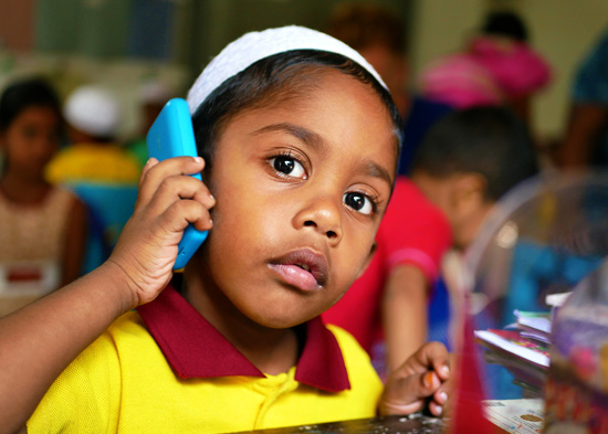 SERVE-Sri-Lanka-Professionals-Fundraising-Child-phone