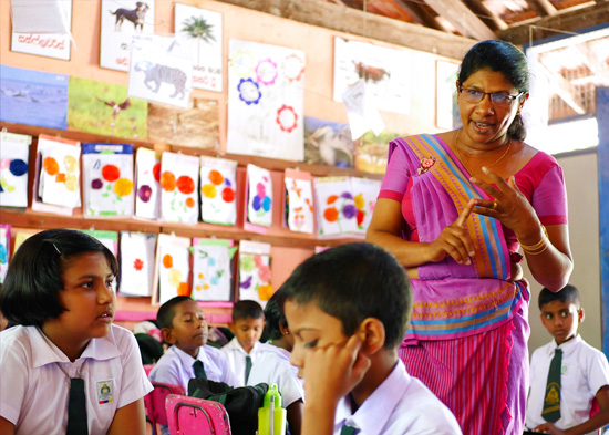SERVE-Sri-Lanka-Professionals-Teacher-Training-Class-Teaching