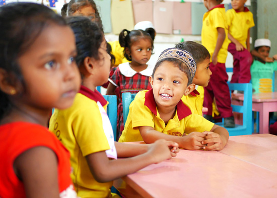 SERVE-Sri-Lanka-Youth-Volunteer-Pre-school-smiling-child